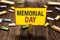 День памяти погибших в войнах сочинительства текста почерка Концепция знача удостоить и вспоминая те которые умерли в владении за стоковое фото rf