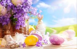 День пасхи искусства счастливый; Зайчик пасхи и пасхальные яйца Стоковые Фотографии RF