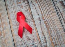 День рака мира: Лента осведомленности рака молочной железы на белом Backg Стоковая Фотография RF
