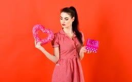 День рождения, датировка, сюрприз, сердце, концепция покупок стоковое фото rf