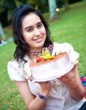 день рождения празднуя девушку ее парк стоковое изображение