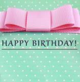 день рождения счастливый розовый смычок, предпосылка бирюзы, точки польки карточка 2007 приветствуя счастливое Новый Год Стоковое Изображение