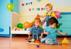 день рождения ягнится играть партии Стоковые Изображения RF