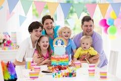 день рождения ягнится партия Семейное торжество с тортом Стоковое Изображение