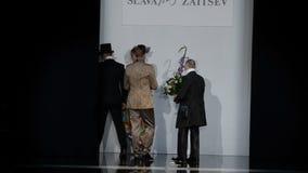 День Санкт-Петербург моды Мерседес-Benz акции видеоматериалы