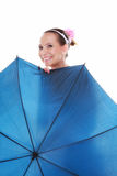 День свадьбы. Невеста при голубой изолированный зонтик Стоковое Фото