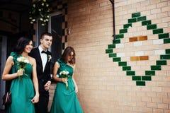 День свадьбы невесты и bridesmaid Стоковые Изображения RF