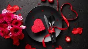 День Святого Валентина, сервировка стола и романтичная концепция обедающего видеоматериал