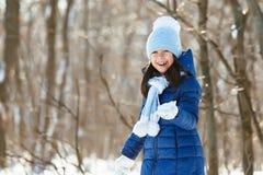 День снега зимы маленькой девочки красивый Стоковое Изображение RF