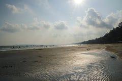 День солнечности пляжа Паттайя стоковая фотография rf