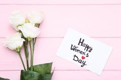 День счастливых женщин с цветками стоковые изображения rf