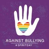 День фиолетовый, фиолетовый плакат духа цвета, с сердцем радуги в руке Против задирать иллюстрация штока