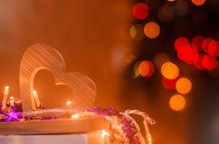 День ` s валентинки, деревянное сердце Концепция влюбленности романско Оформление праздника романско стоковые изображения