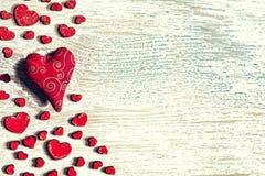 День ` s валентинки St, красные сердца, открытка, поздравление, woode Стоковые Изображения RF