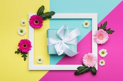 День ` s дня, валентинки счастливого ` s дня, женщин ` s матери или конфета дня рождения пастельная красят предпосылку Флористиче Стоковое Фото
