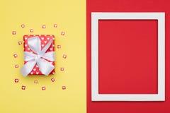 День ` s дня, валентинки счастливого ` s дня, женщин ` s матери или предпосылка дня рождения Концепция плоского положения минимал Стоковое фото RF