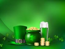 День ` s St Patrick Символы праздника бак с деньгами и зеленой шляпой Стоковые Изображения