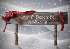 День St Nicholas середины Nikolaustag знака, снег, лента, снежинки Стоковое Фото