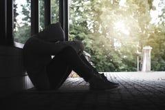 Депрессия, социальная изоляция, одиночество и психические здоровья Стоковое фото RF