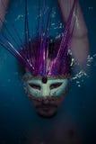 Депрессия, человек в голубом ушате вполне воды, концепции тоскливости Стоковая Фотография