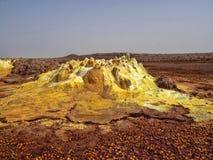 Депрессия Danaki умирает неимоверно яркие цвета которые делают кристаллы соли Эфиопия стоковые изображения rf