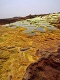 Депрессия Danaki умирает неимоверно яркие цвета которые делают кристаллы соли Эфиопия стоковое фото