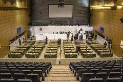 депутаты государства обсуждают законы внутри законодательная ассамблея государства Сан-Паулу стоковая фотография rf