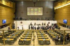 депутаты государства обсуждают законы внутри законодательная ассамблея государства Сан-Паулу стоковая фотография