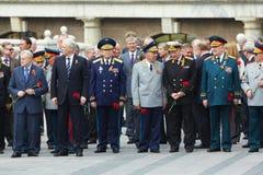 депутаты кладя венки ветеранов стоковое фото rf