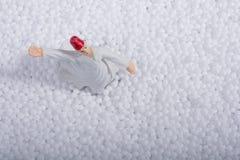 Дервиш Sufi завихряясь на белых шариках полистироля Стоковые Изображения RF