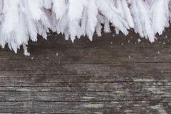 Деревенская древесина с backgroung зимы границы изморози стоковые фотографии rf