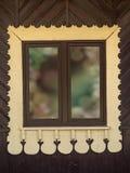 Деревенская деревянная оконная рама стоковое изображение