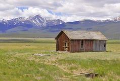 Деревенская кабина в горах, Колорадо Стоковые Фотографии RF