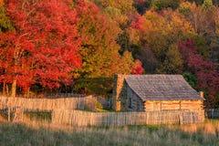 Деревенская кабина, цвета осени, национальный парк зазора Камберленда Стоковые Изображения RF