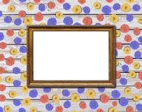 Деревенская картинная рамка с цветком маргаритки серии на деревянном столе Стоковое Фото
