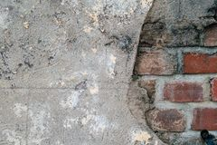 Деревенская кирпичная стена с цементом стоковое фото