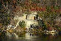 Деревенская осень Riverscape - Минесота стоковое изображение rf