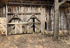 Деревенская предпосылка двери амбара Стоковые Изображения RF