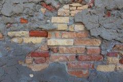 Деревенская, смешанная кирпичная стена и конкретная заплата делают по образцу предпосылку, Стоковые Фото