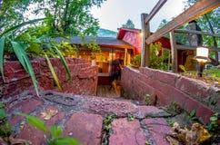 Деревенская старая кабина в горах Стоковое Изображение