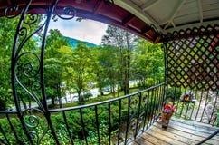Деревенская старая кабина в горах Стоковое Фото