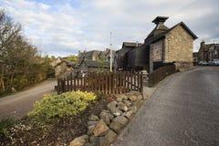 Деревенская улица в Aberfeldy, Шотландии. Стоковая Фотография RF