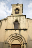 Деревенская церковь; Lourmarin; Провансаль стоковые изображения rf