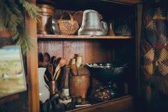 Деревенские античные неофициальные советники президента с утварями кухни Стоковое Изображение