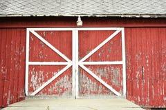 Деревенские красные двери амбара Стоковая Фотография RF
