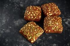 Деревенские органические плюшки сандвича с семенами тыквы Стоковые Фотографии RF