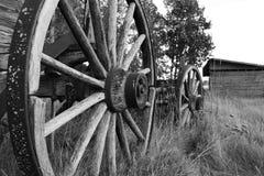 Деревенские старые колеса телеги Стоковые Изображения