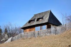 Деревенский деревянный дом стоковые фотографии rf
