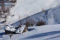 Деревенский дом в зиме Стоковые Фото