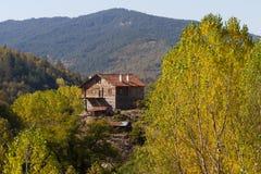 деревенский дом деревянный стоковая фотография rf